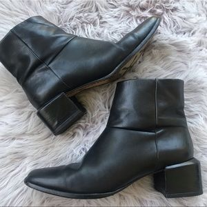 Cole Haan Black Leather Heel Ankle Bootie 7.5
